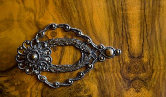 Image of wardrobe door handle by Fred Dawson, via Flickr. Used under creative commons licence.