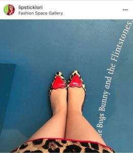 @lipsticklori snaps her shoes against a gallery floor